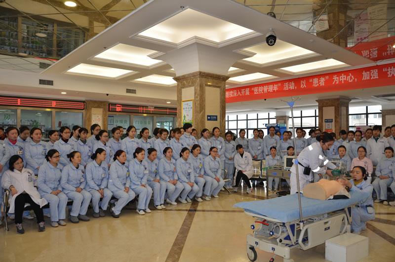 四川现代医院护理部开展心肺复苏技能培训演练