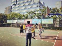为庆祝建院15周年四川现代医院举行篮球友谊赛